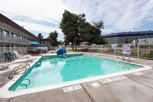 Motel 6 Turlock Photo