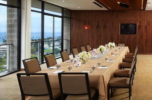 Hotel La Jolla, Curio Collection by Hilton Photo