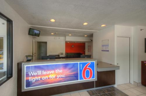 Motel 6 Bradenton Photo