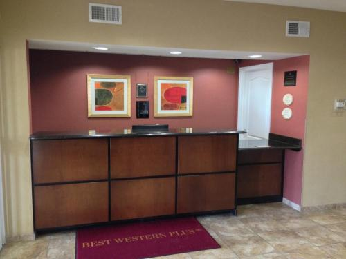 Best Western Plus Olive Branch Hotel & Suites Photo