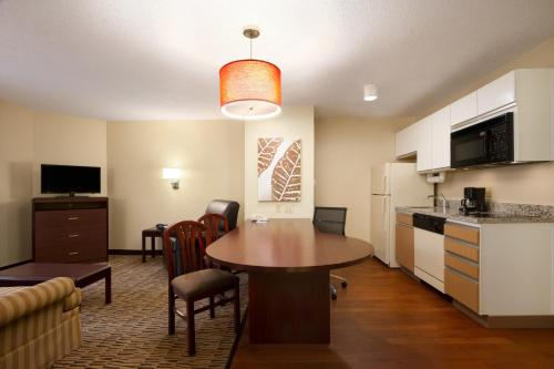 Hawthorn Suites by Wyndham Greensboro Photo