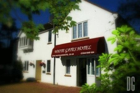Photo of White Gates Hotel Hotel Bed and Breakfast Accommodation in Bracknell Berkshire