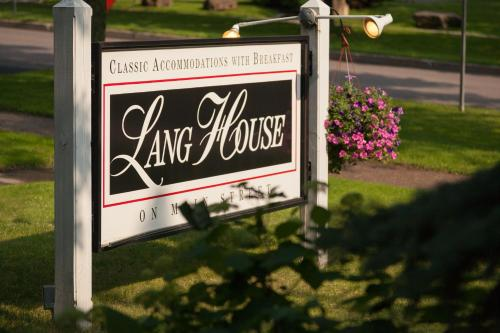 Lang House on Main Street Bed & Breakfast Photo