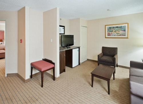 Holiday Inn Hinton Photo