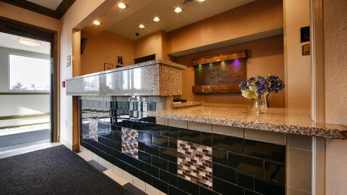 Best Western PLUS University Inn Marion Photo