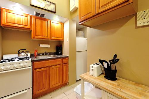 Two Bedroom Apartment - Madison Avenue Photo