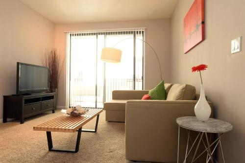 Beach City Suite - Los Angeles, CA 90401
