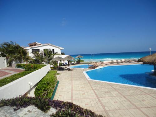 Beachfront Villa Photo