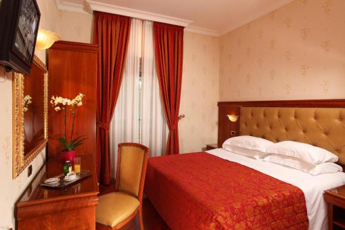 nipple hotel serena rome reviews