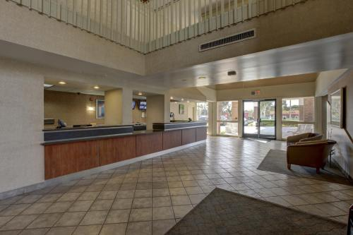 Motel 6 Irvine - Orange County Airport Photo