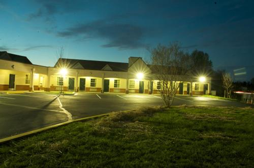 Executive Inn & Suites Upper Marlboro Photo