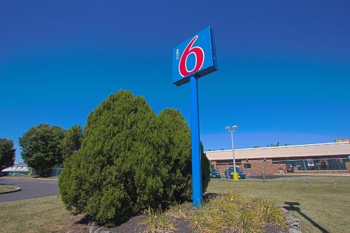 Motel 6 Piscataway Photo