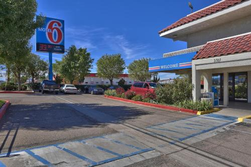 Motel 6 Kingman East Photo