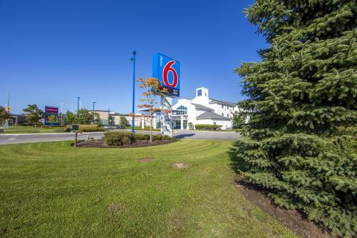Motel 6 Toronto - Mississauga Photo