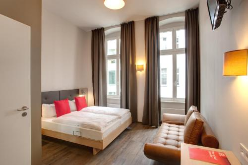 MEININGER Hotel Berlin Mitte photo 8