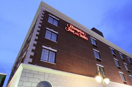 Hampton Inn & Suites By Hilton - Rockville Centre Photo
