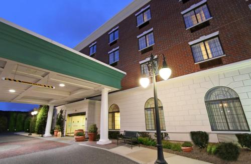 Hampton Inn & Suties By Hilton - Rockville Centre Photo