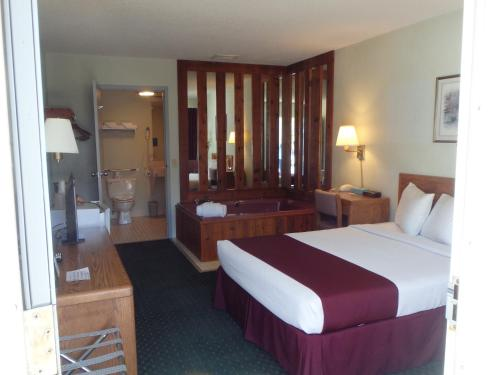 Americas Best Value Inn Saint Ignace Photo