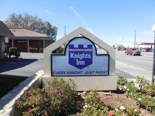Knights Inn Palmdale Photo