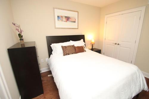 Contemporary 2 Bedroom By Rittenhouse In Philadelphia Pa Non Smoking Rooms