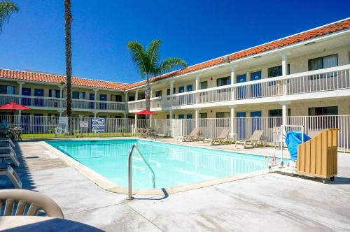 Motel 6 Carlsbad South Photo