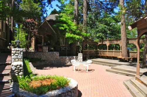 Saddleback Inn at Lake Arrowhead Photo