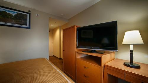 Magnuson Convention Center Hotel NYC Photo