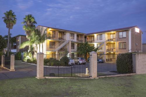 Burswood Lodge Apartments