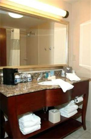 Hampton Inn Calera Photo