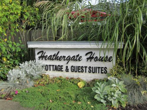 Heathergate Cottage and Suites Photo