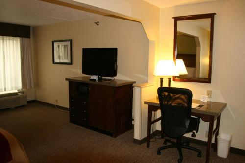 Comfort Inn Grove City Photo