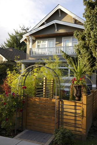 Kitsilano Home 2 Home Photo