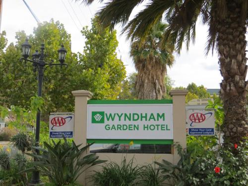 Wyndham Garden San Jose Airport Photo