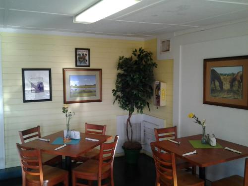 Lakeside Inn and Cafe Photo