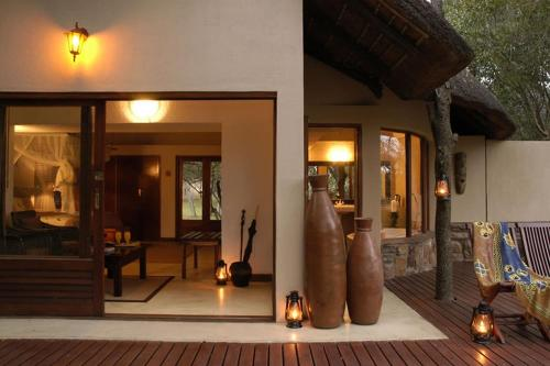 Thornybush Serondella Game Lodge Photo
