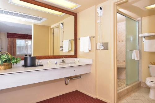 Best Western Plus King's Inn and Suites Photo