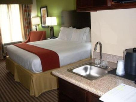 Holiday Inn Express & Suites Maumelle Photo