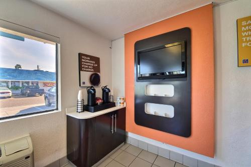 Motel 6 Laredo South - Laredo, TX 78041