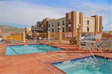 Best Western Joshua Tree Hotel & Suites Photo