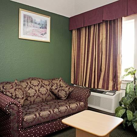 Palace Inn and Suites Willowbrook Photo