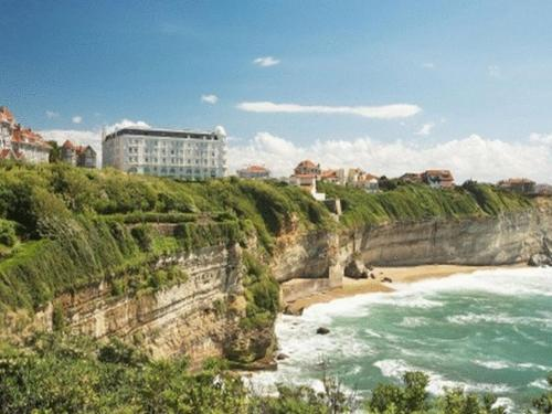 Biarritz hotels accommodation in france hotels in - Hotel de la plage biarritz 3 esplanade du port vieux ...