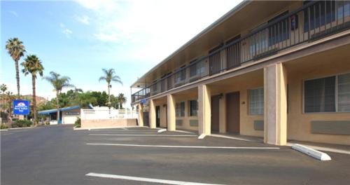 Americas Best Value Inn Riverside Photo