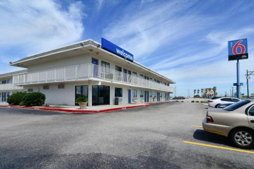 Motel 6 Galveston Photo