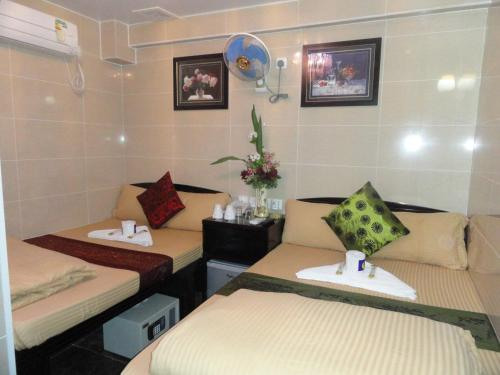 Dhillon Hotel (Bed and Breakfast)