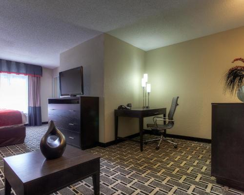Comfort Suites Airport Nashville Photo