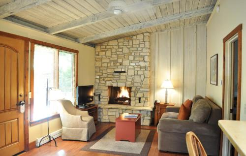 Carmel Valley Lodge Photo