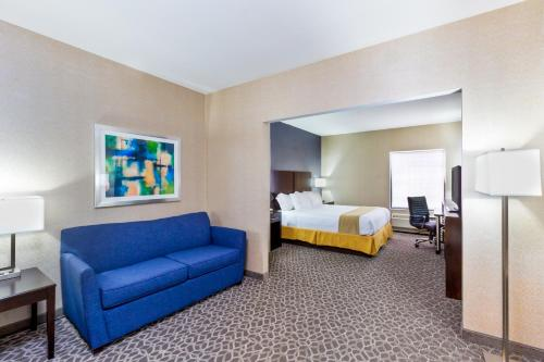 Holiday Inn Express & Suites Burlington - Mount Holly Photo