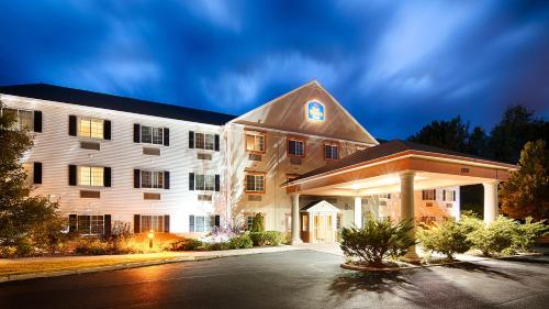 Best Western Plus Berkshire Hills Inn & Suites Photo