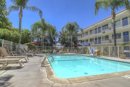 Motel 6 San Bernardino North Photo