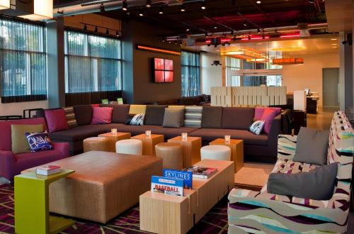 Aloft Houston by the Galleria photo 5